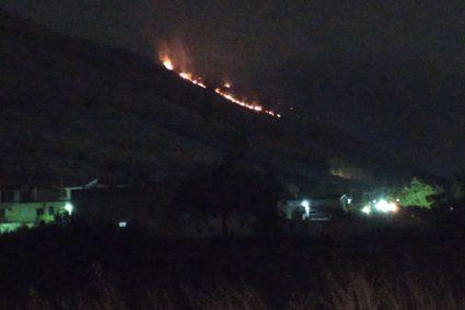 Fiamme sulla collina, 24 ore di incendio non-stop