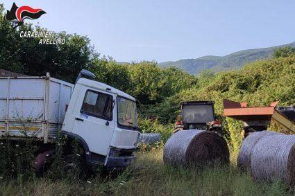 Carabinieri sequestrano un'area di 28 mila metri quadrati con rifiuti vari e veicoli in disuso. Denunciate tre persone