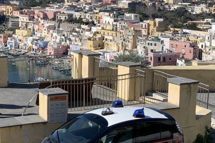 """PROCIDA: lavoro """"in nero"""" e sicurezza. Carabinieri setacciano le aziende dell'isola. 4 su 6 sono irregolari"""