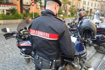 Nola: Tentano di rubare un'auto all'interno del parcheggio del centro commerciale. Carabinieri arrestano 2 persone