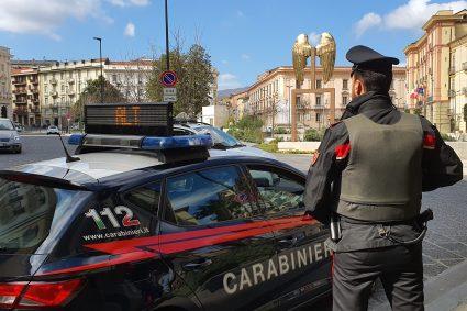 Ancora un blitz dei Carabinieri alla rotonda di San Nicola La Strada. Spacciatore colto in flagranza di reato