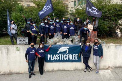 """Scuola """"Enrico De Nicola"""", una giornata all'insegna del Plastic Free"""